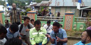 Regi Pontoh, Humas PT. ASA saat memberikan Tanggapan kepada sejumlah awak media.